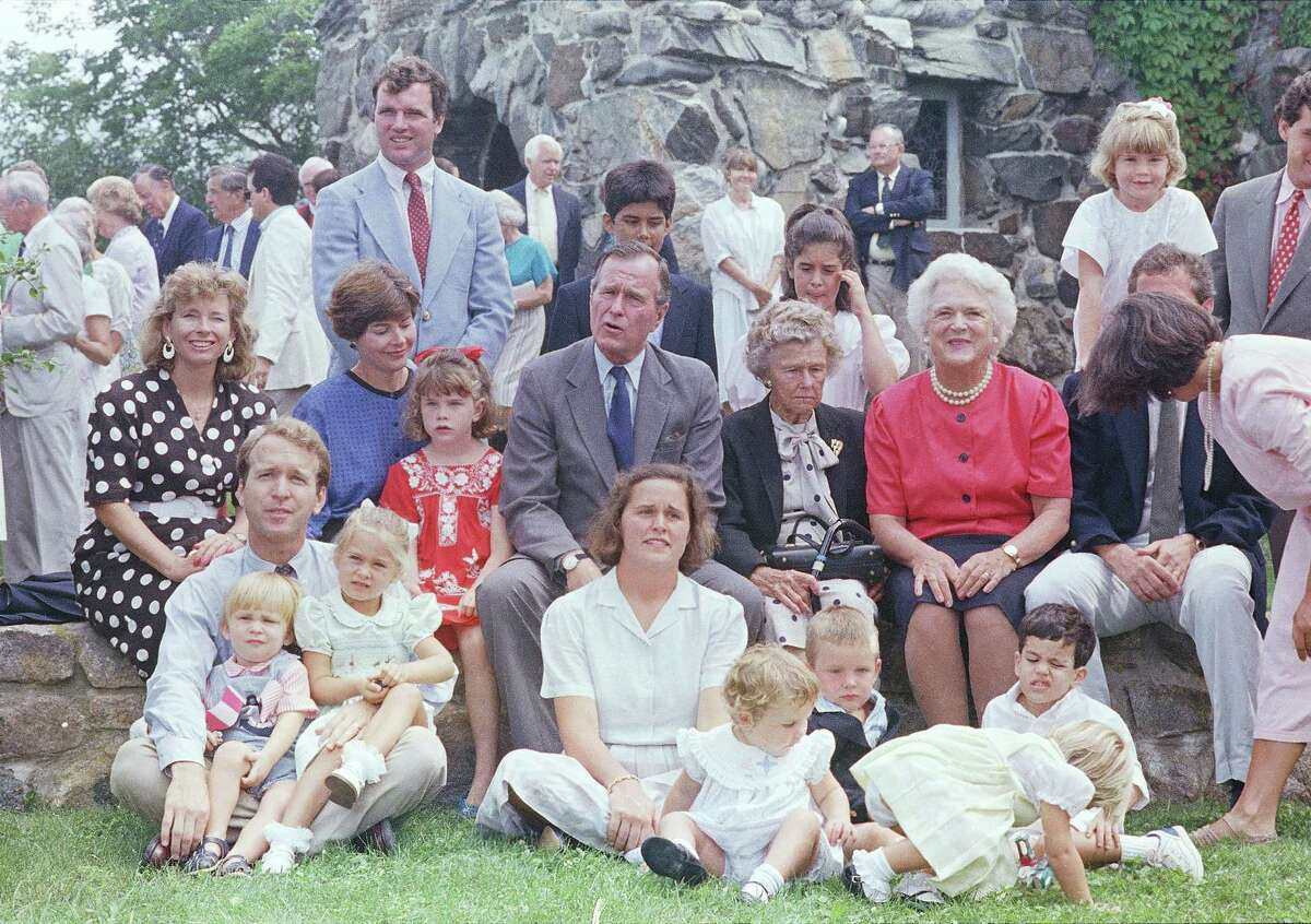 George H W Bush 1988 family at Kennebunkport.