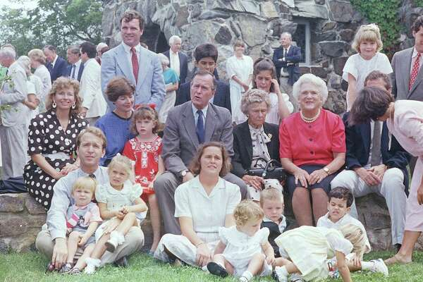 George H W Bush 1988 family at Kennebunkport