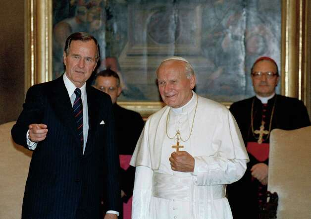 President George H.W. Bush, stands with Pope John Paul II in the papal library at the Vatican, in this May 27, 1989. Photo: Ron Edmunds, ASSOCIATED PRESS / AP
