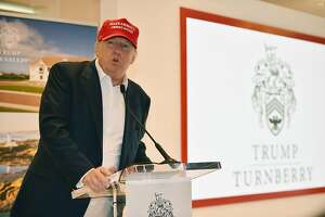 Trump turns golf trip into extension of campaign trail - Photo