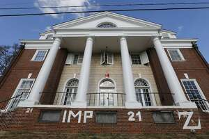 University of Virginia grads sue Rolling Stone over rape story - Photo