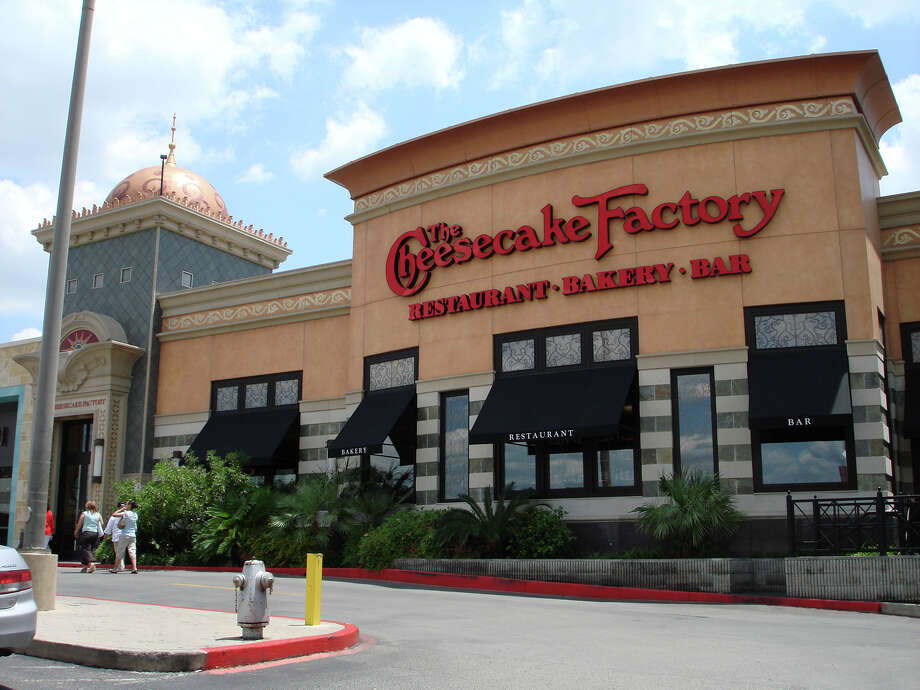 A new lawsuit claims that the Cheesecake Factory is tricking customers into overpaying for service. Photo: JULIE ANN VERA, San Antonio Express-News