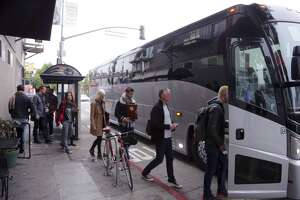 Tech bus drivers for Apple, Yahoo, Zynga to vote on contract - Photo