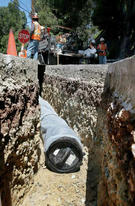 A construction crew installs an underground water pipeline behind SF General Hospital in San Francisco, Calif. on Friday, July 24, 2015. The city PUC's $4.8 billion program to improve the water system is nearly completed. Photo: Paul Chinn / The Chronicle / ONLINE_YES