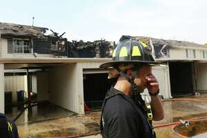 3-alarm blaze strikes townhomes - Photo