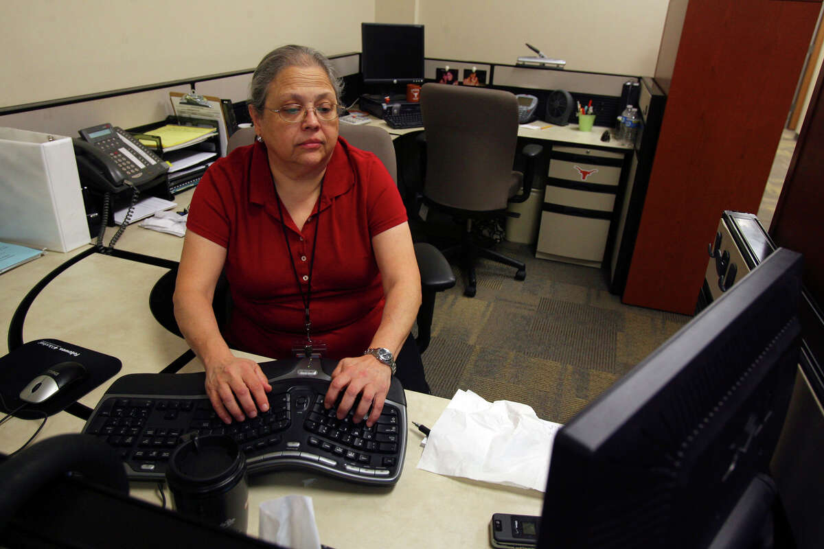 Mary Martinez, a quality assurance analyst with Affiliated Computer Services (ACS), works in new office space at the newly rebuilt office facility near the intersection of Billy Mitchell Boulevard and General Hudnell. ACS is a Xerox Company. JOHN DAVENPORT/jdavenport@express-news.net