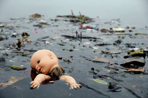 *** BESTPIX *** RIO DE JANEIRO, BRAZIL - JULY 29:  Pollution floats in Guanabara Bay, site of sailing events for the Rio 2016 Olympic Games, on July 29, 2015 in Rio de Janeiro, Brazil. The Rio government promised to clean 80 percent of pollution and waste from the bay in time for the games but admits that goal now is unlikely to be reached. August 5 marks the one-year mark to the start of the Rio 2016 Olympic Games.  (Photo by Matthew Stockman/Getty Images) ORG XMIT: 566534797 Photo: Matthew Stockman / 2015 Getty Images