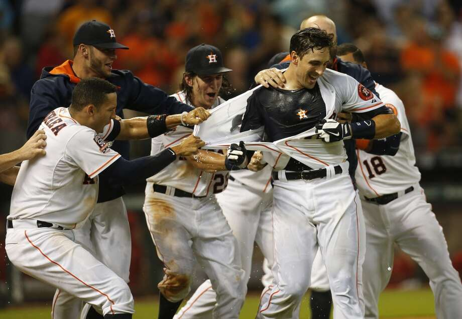 The mostly pros and (just a few) cons of being an Astros fan right nowA young Astros team has found the winning ways in 2015 that have eluded squads for much of the past decade. As Minute Maid Ballpark attendance continues to swell, these are the (mostly) pros and (a few) cons of being an Astros fan in 2015 ... Photo: Karen Warren, Houston Chronicle
