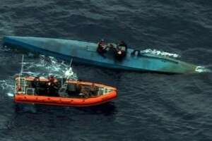 8 tons of cocaine seized from small submarine - Photo
