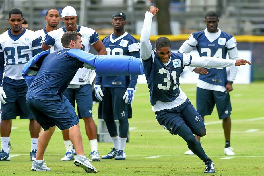 Cornerback Byron Jones runs through a drill during the first day of training camp in Oxnard, California. Photo: Gus Ruelas / Associated Press / FR157633 AP