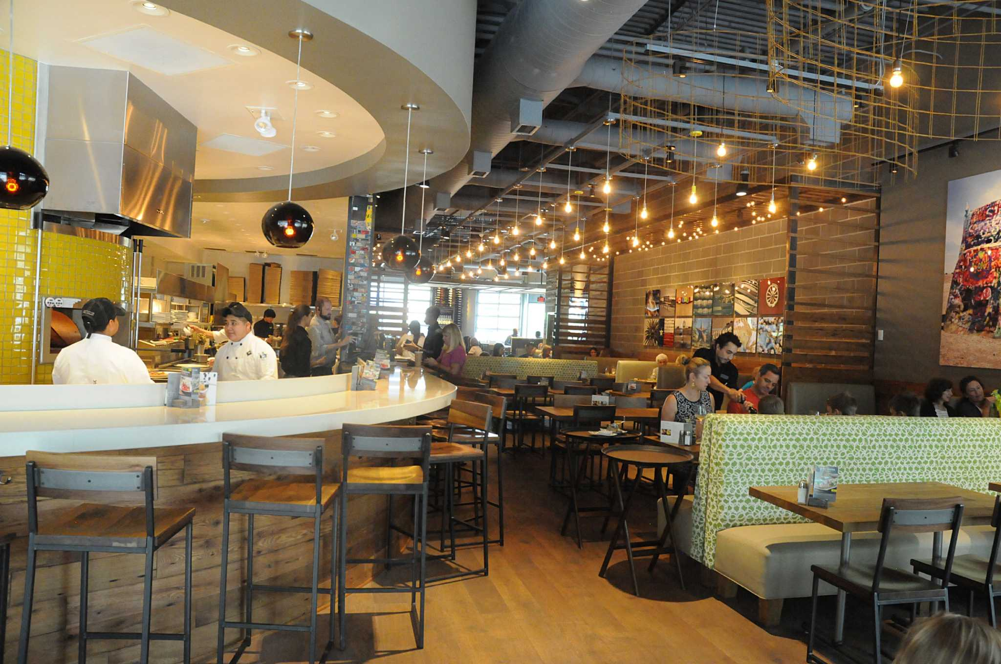 Groovy California Pizza Kitchen Launches New Model In The Woodlands Home Interior And Landscaping Eliaenasavecom