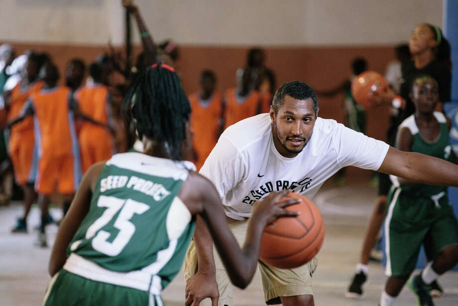 The Spurs' Boris Diaw works with a youth girls basketball player at  a camp during the Summer of 2015 at the SEED Project academy in Senegal. Diaw is the title sponsor for the girls school, which just started in 2014. Photo: Kevin Couliau / Courtesy Photo / © Kevin Couliau