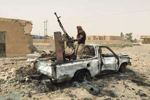 Despite bombing, Islamic State is no weaker than a year ago - Photo