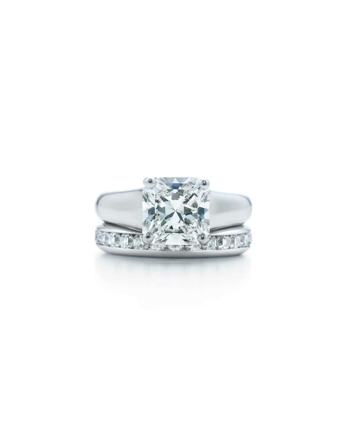 Couples in Arizona spend an average of $6,347 on engagement rings.