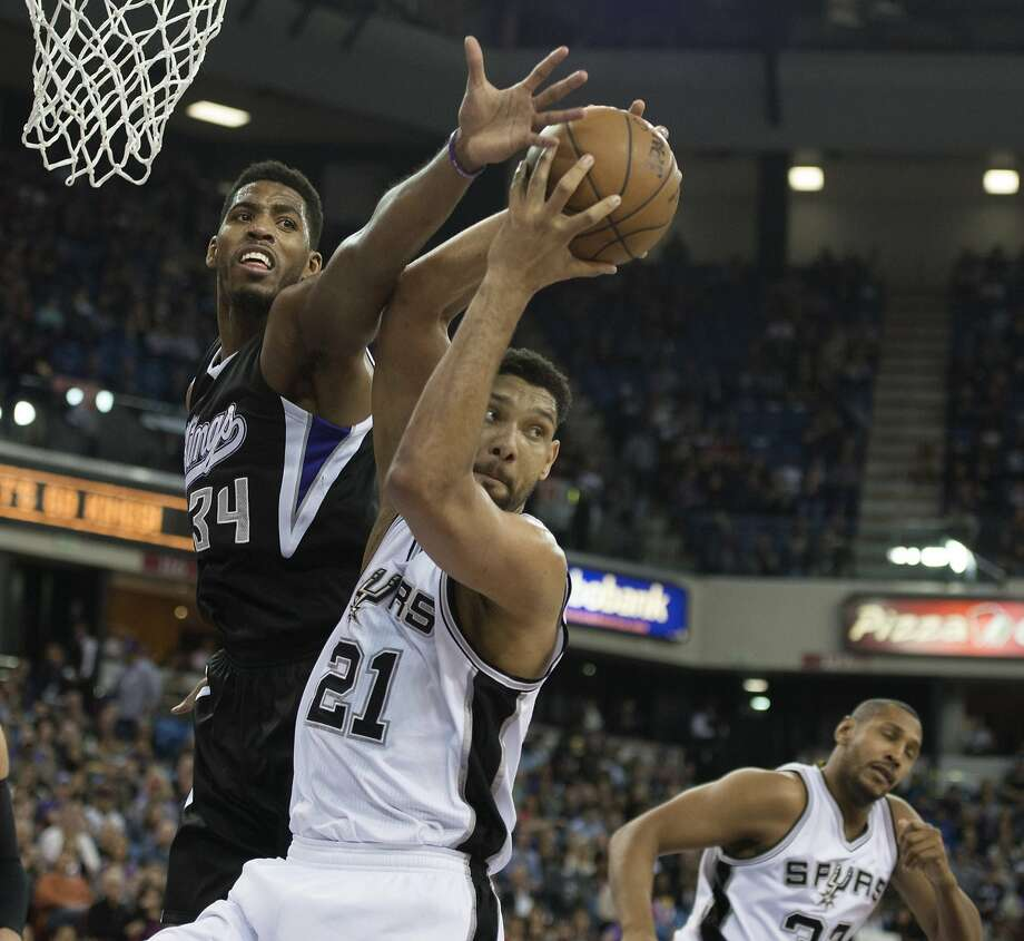 Jason Thompson (left) battles Tim Duncan for a rebound. Thompson joins the Warriors after spending seven years with the Sacramento Kings. Photo: Jose Luis Villegas, McClatchy-Tribune News Service