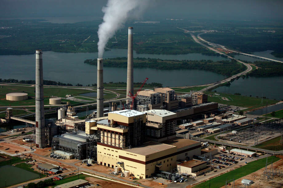 CPS Energy's coal plants Spruce 2, left, Spruce 1, center, and Deely are seen on Calaveras Lake. The utility has moved toward cleaner energy production and is well prepared to deal with federal clean air rules. Photo: LISA KRANTZ /SAN ANTONIO EXPRESS-NEWS / SAN ANTONIO EXPRESS-NEWS