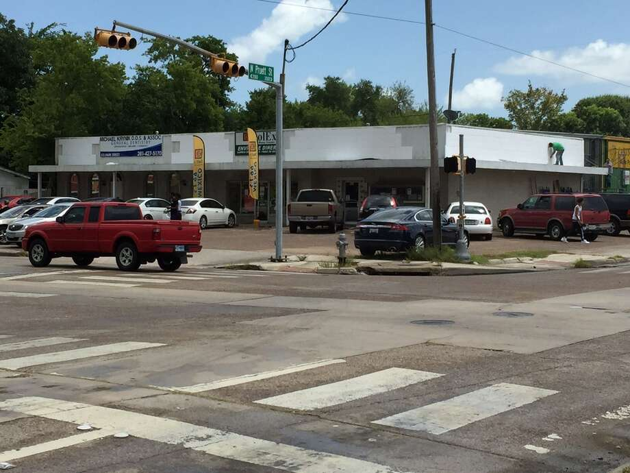 Tier One Partnership will redevelop a retail center at 515 Park St. in Baytown.
