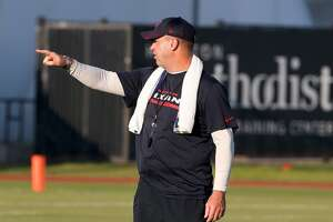 Bill O'Brien pleased with fitness, effort at first day of Texans training camp - Photo