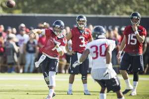 Quarterback competition is heating up - Photo