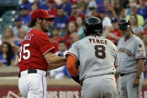 Giants win on homers in 11th, spoil Hamels' Texas debut - Photo