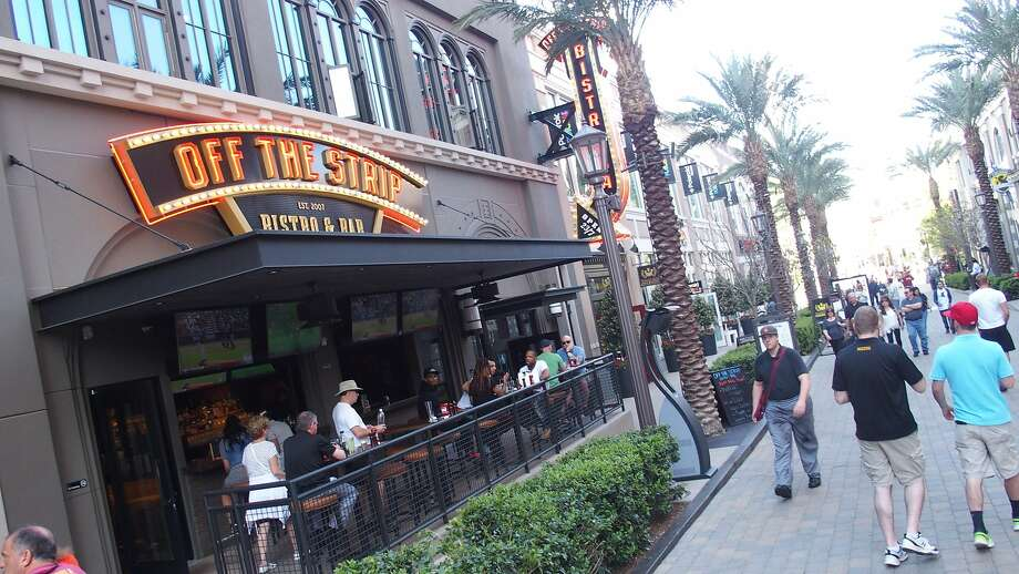 There are 40 restaurants and shops along the quarter-mile-long LINQ dining and shopping district. Photo: Spud Hilton, The Chronicle