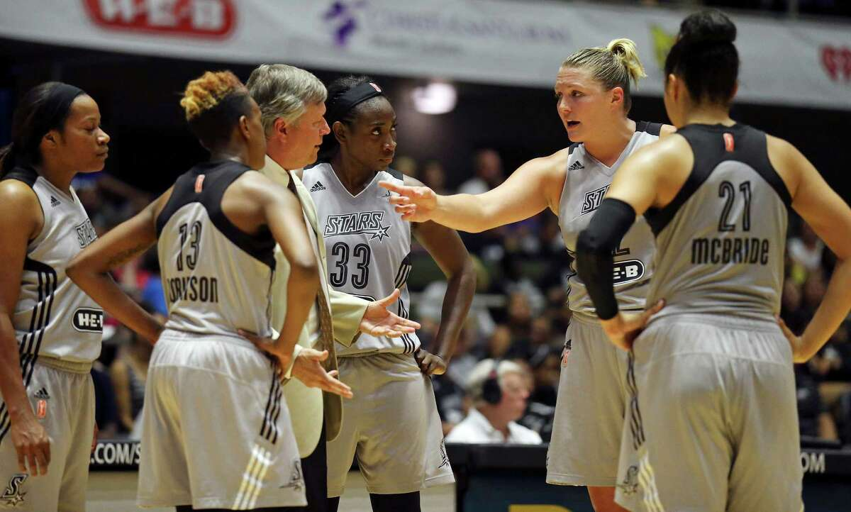 San Antonio Stars head coach Dan Hughes (center) talks with San Antonio Stars' Jayne Appel and other players during a timeout in second half action against the Los Angeles Sparks Sunday Aug. 2, 2015 at the Freeman Coliseum. The Sparks won 80-78.