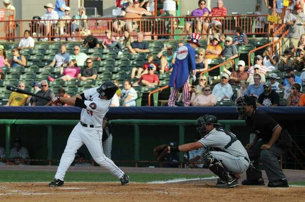 ValleyCats Pat Porter bats during the fifth inning of the Tri-City ValleyCats game against the Mahoning Valley Scrappers on Sunday, August 2, 2015, in Troy, N.Y. (Olivia Nadel/ Special to the Times Union) Photo: ON / 00032769A