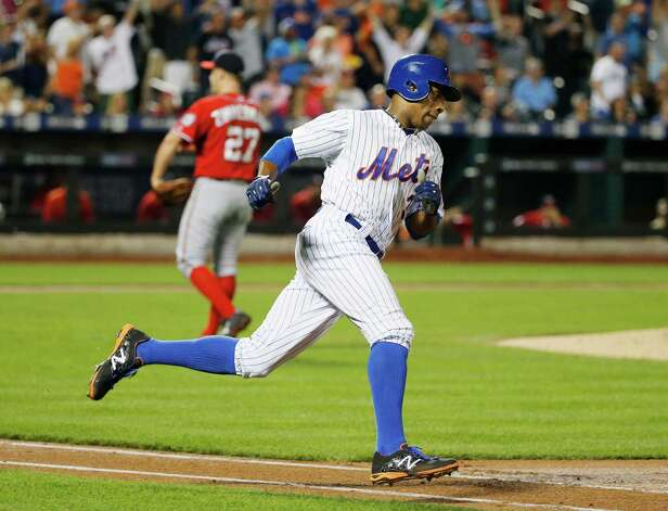 New York Mets Curtis Granderson, right, runs on his third-inning, two-run home run off Washington Nationals starting pitcher Jordan Zimmermann, left, during a baseball game in New York on Sunday, Aug. 2 2015. (AP Photo/Kathy Willens) ORG XMIT: NYM108 Photo: Kathy Willens / AP