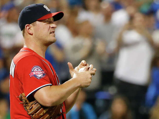 Washington Nationals starting pitcher Jordan Zimmermann rubs up a ball after allowing five runs, including two, two-run home runs in the third inning of a baseball game against the New York Mets in New York, Sunday, Aug. 2 2015. (AP Photo/Kathy Willens) ORG XMIT: NYM109 Photo: Kathy Willens / AP