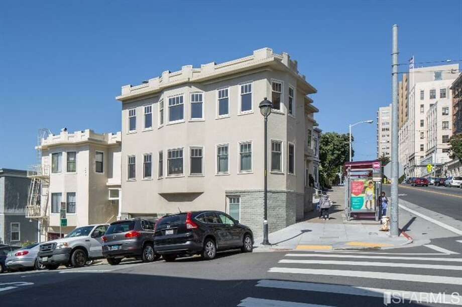 Option 1: 650 Parnassus is a 2 bed, 2 bath condo of 1373 square feet. Its history reads like coulda-shoulda-woulda: sold in 2007 for $873K;  sold in 2004 for $628K; sold in 1970 for just $42K. Now lists for $1.195M. HOA $164 p/m.  Photos: Redfin/MLS Photo: Andrew P. Wightman / Andrew P. Wightman