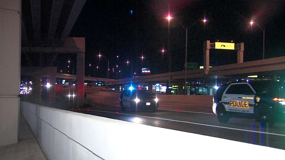 A woman jumped from a car on Loop 410 Sunday night to escape kidnappers, according to police. Photo: 21 Pro Video