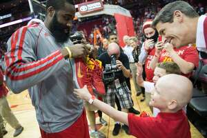 Adidas offers Harden $200 million - Photo