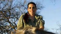 Huntress responds to controversy over slaying of giraffe - Photo