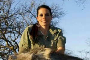 Woman responds to controversy over slaying of giraffe - Photo