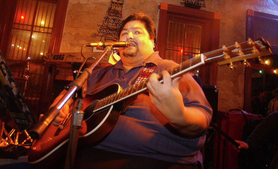 Grupo Mazz frontman Jimmy Gonzalez died in a San Antonio hospital Wednesday morning, according to multiple reports. Photo: Express-News File Photo / SAN ANTONIO EXPRESS-NEWS