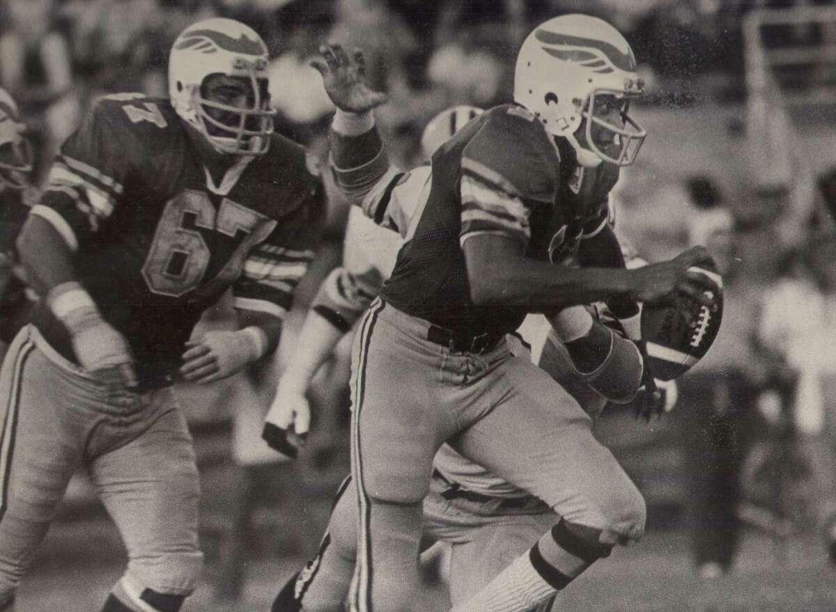 San Antonio Wings quarterback Johnny Walton scrambles for a 7-yard gain in a 1975 World Football League game against the Charlotte Hornets.