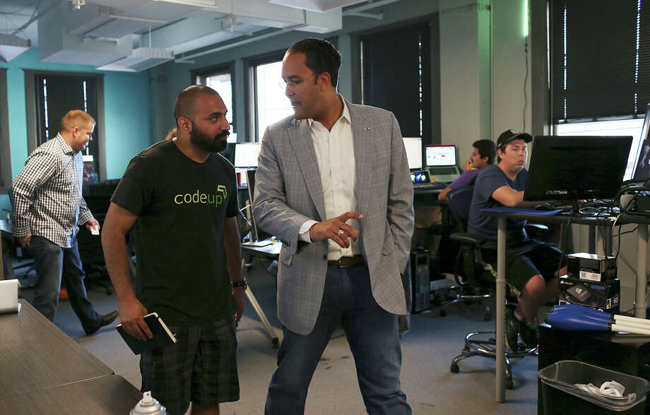 Geekdom director Lorenzo Gomez (left) shows U.S. Rep. Will Hurd, R-Helotes, some of the member tech companies, including WP Engine, a WordPress hosting company. Hurd was visiting with the tech community for input Monday. Photo: Jerry Lara /San Antonio Express-News / © 2015 San Antonio Express-News