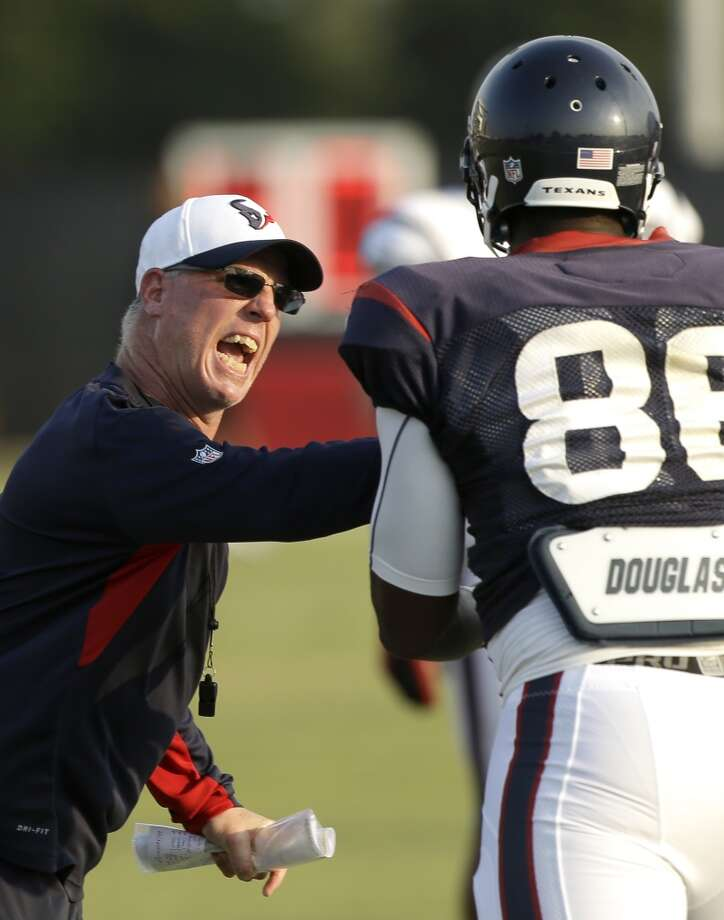 Houston Texans tight ends coach John Perry works with tight end Khari Lee (86) during Texans training camp at the Methodist Training Center Monday, Aug. 3, 2015, in Houston.  ( Brett Coomer / Houston Chronicle ) Photo: Houston Chronicle