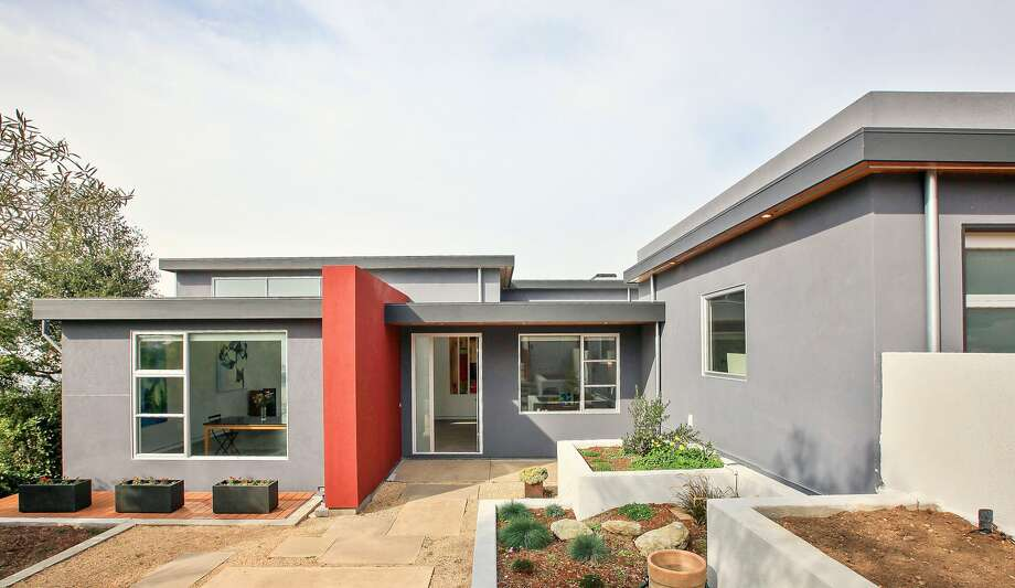 Artist remodel, Kurt Lavenson, AIA (2014). Creativity and collaboration allowed the architect to transform this 1948 traditional ranch house into a modern, light- and art-filled space while successfully navigating a rigorous neighborhood design review process. Photo: Open Homes Photography