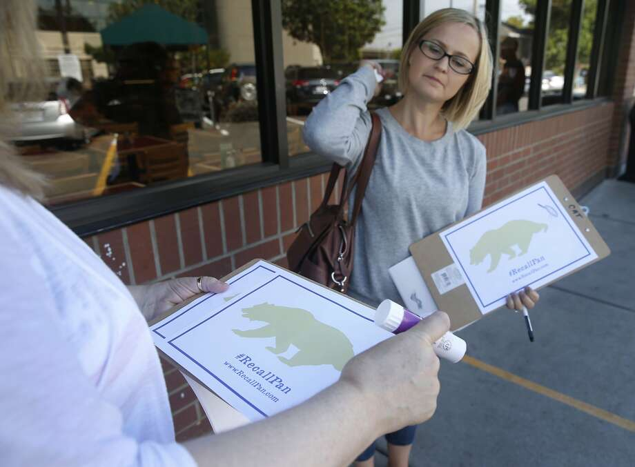 Katherine O'Neal Duran (left) and Katie Mills (right) seek signatures for a recall petition drive at a grocery store in Sacramento, Calif. on Tuesday, Aug. 4, 2015. O'Neal Duran is spearheading a recall drive by voters in State Sen. Richard Pan's 6th District, who are angered by the recent passage of a senate bill authored by Pan making vaccinations mandatory in public schools. Photo: Paul Chinn, The Chronicle