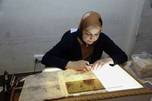 Facing Islamic State threat, Iraq digitizes national library - Photo