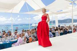 Saks Fifth Avenue and The League to Save Lake Tahoe presented the annual luncheon and fashion show featuring the Oscar de la Renta Resort 2016 Collection on Aug. 1.  A sold-out event welcomed over 600 guests and made a record-breaking amount for The League collecting over $860,000.  Fashion Show