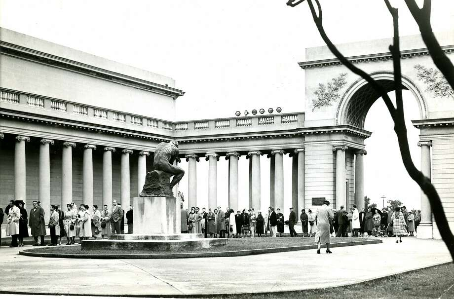 Jan. 17, 1957: Inside the courtyard at the Palace of the Legion of Honor. Photo: Ken McLaughlin, The Chronicle
