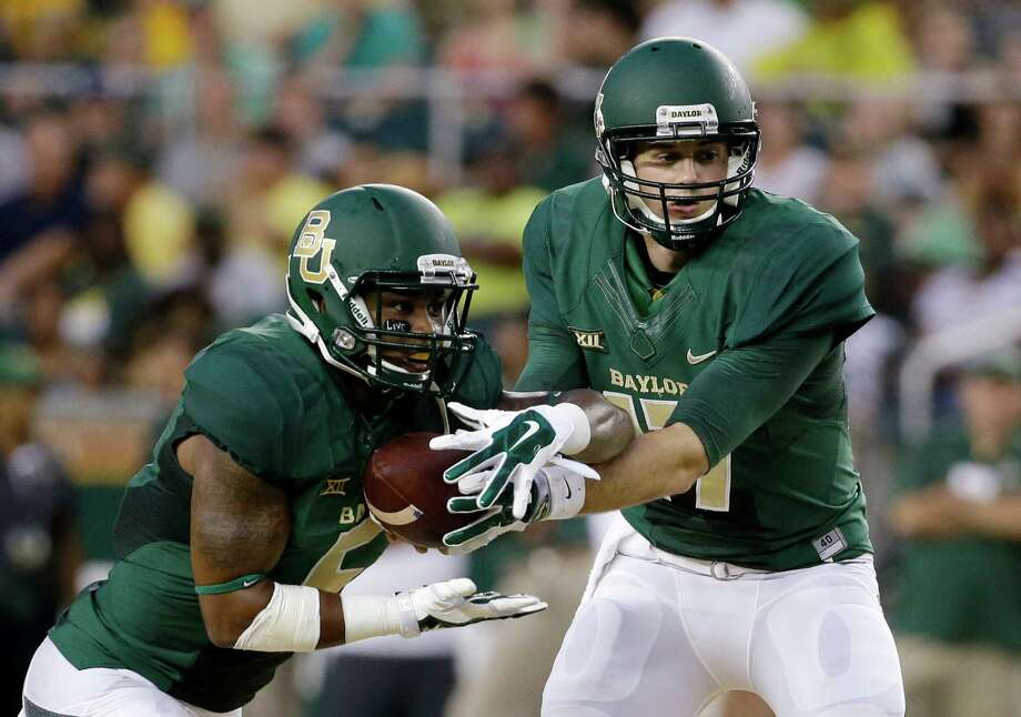 Shock Linwood, left, returns to the Baylor offense, which will have Seth Russell as the new triggerman. Photo: Tony Gutierrez, STF / AP