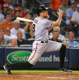 The San Francisco Giants' Hunter Pence hits a three-run run against the Atlanta Braves during the eighth inning at Turner Field in Atlanta on Tuesday, Aug. 4, 2015. (Curtis Compton/Atlanta Journal-Constitution/TNS)
