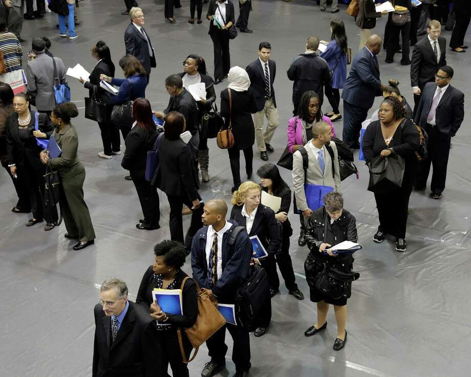 Applicants line up for recent job fair in New York Photo: Associated Press / AP