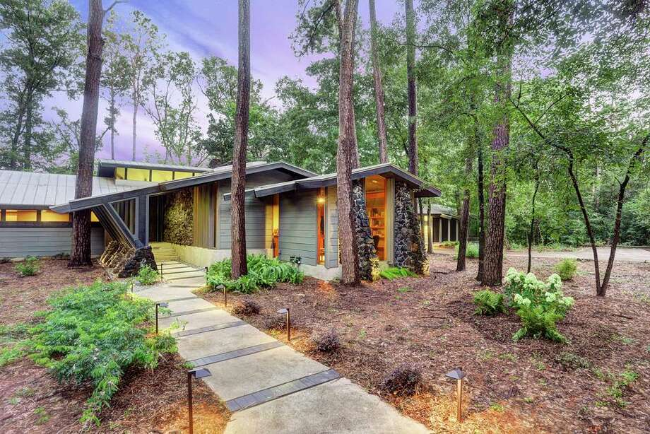 Retro homes in the houston area offer far out 39 70s style for Mid century modern architects houston