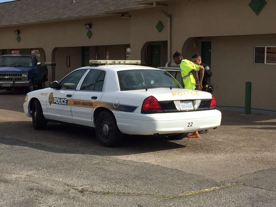 A man was detained at the La Fronda motel in the city of South Houston on Wednesday. Photo: Mike Glenn, Chronicle