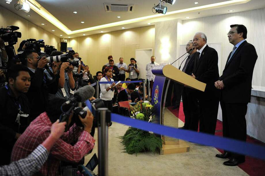 Malaysian Prime Minister Najib Razak (at lectern) says experts confirmed that the flaperon that washed ashore on Reunion Island in the Indian Ocean is from Flight 370, which vanished in 2014. Photo: Mohd Rasfan /Getty Images / AFP