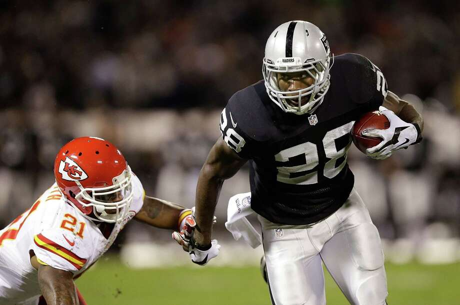 OAKLAND, CA - NOVEMBER 20:  Latavius Murray #28 of the Oakland Raiders fights off Sean Smith #21 of the Kansas City Chiefs as he runs the ball during the game at O.co Coliseum on November 20, 2014 in Oakland, California.  (Photo by Ezra Shaw/Getty Images) Photo: Ezra Shaw / Getty Images / 2014 Getty Images